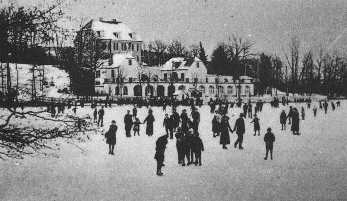 """Aus dem Buch von Karl Engel """"Bad Nauheim...aus vergangenen Tagen"""" - Selten friert der Kurteich zu, wie auf dem Foto von 1912"""