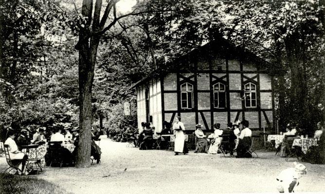 """""""Schweizer-Milch Häuschen im Park"""", Foto von Familie Werle, Online-Museum Bad Nauheim"""