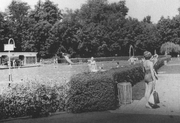 """Aus dem Buch von Karl Engel """"Bad Nauheim...aus vergangenen Tagen"""" - Damaliges Freibad am Konitzky-Stift 1955"""