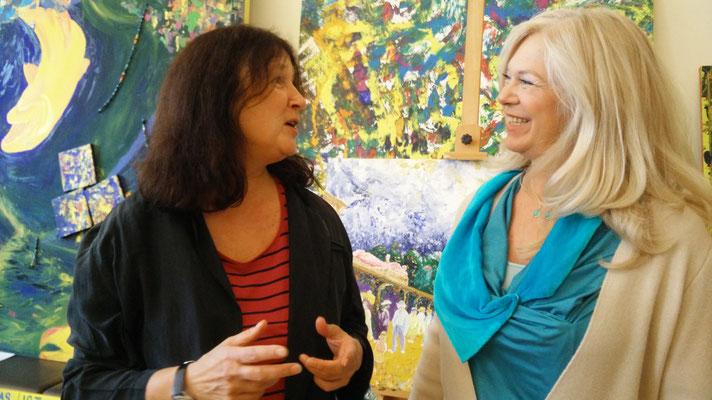 Susie Vrobel, Schriftstellerin und Künstlerin mit Gastgeberin Christiane Grünewald