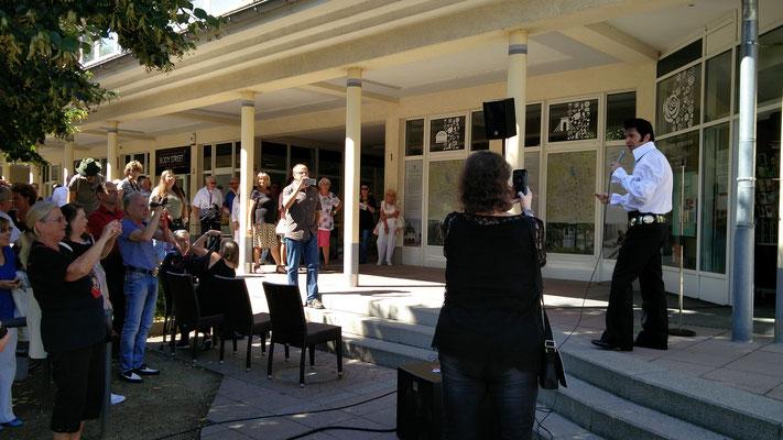 Einweihung der neuen Elvis-Gedenkplatte an der Touri-Information in Bad Nauheim, Foto: Beatrix van Ooyen, 16.08.2016