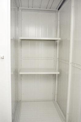 タイプA庫内。奥行きがあり、3段の棚が付いています。