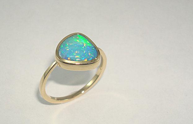 bague or jaune opale du Brésil
