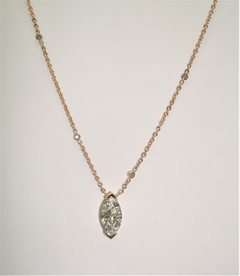 collier or rose diamant navette