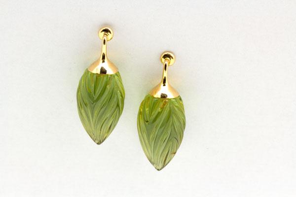 boucles d'oreilles or jaune et gouttes ambre vert