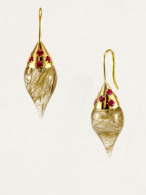 boucles d'oreilles or jaune, gouttes quartz rutile et spinels rouges
