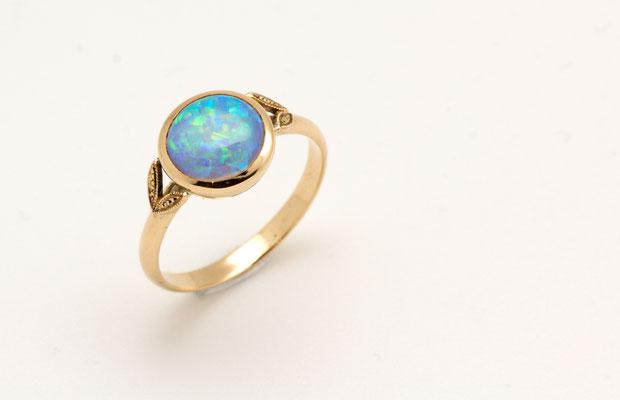 bague or jaune cabochon opale du Brésil