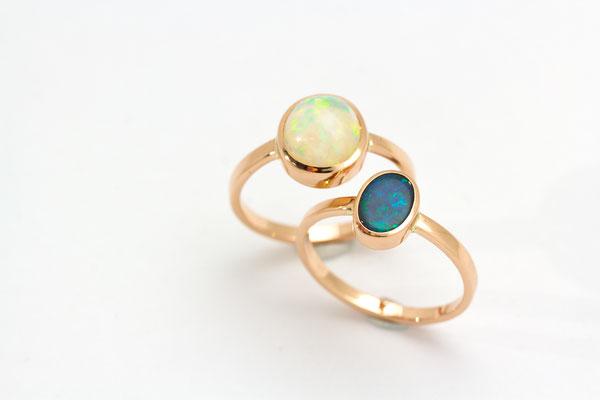 bague or rouge opale blanche du Brésil. Bague or rouge opale noire d'Australie ( Lightning Ridge)