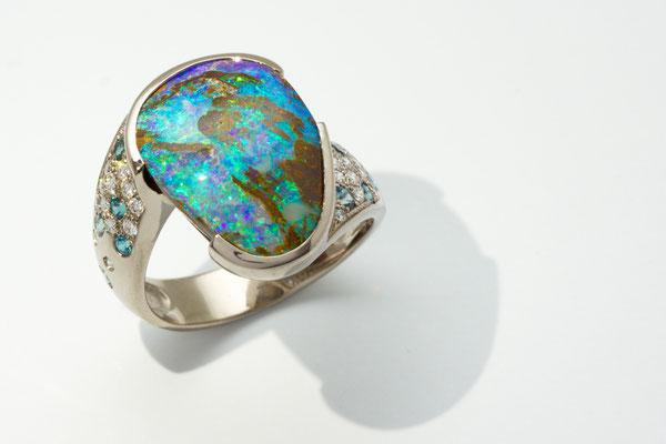 bague or blanc palladié, bois opalisé Australie, diamants et alexandrites