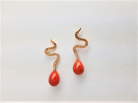 boucles d'oreilles or rouge , goutte corail de méditerrannée, diamants cognac