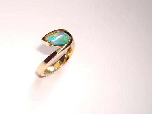 bague or jaune opale