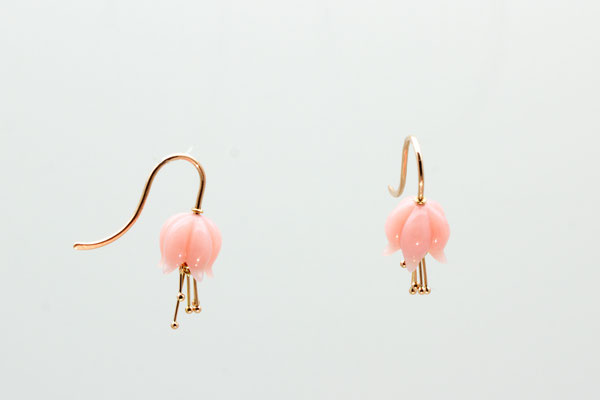 boucles d'oreilles or rouge cloches de muguet opale rose