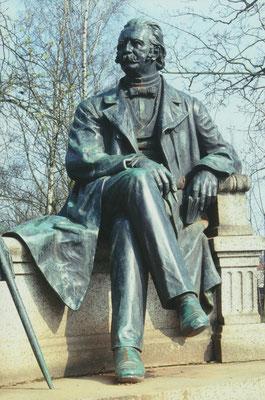 Neuruppin, Fontane-Denkmal 2; Photographie: H.Leisering, Nienburg