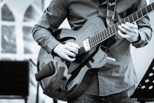 Agua-Nova - Frank Hennrich - Gitarre
