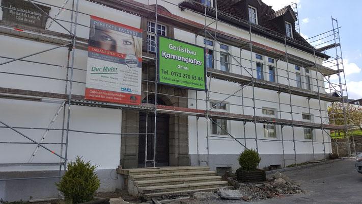 Die Fassade ist noch eingerüstet, die Arbeiten sind aber nahezu abgeschlossen