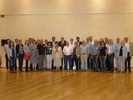 EU-Kommissar Phil Hogan mit den Besuchern aus Südwestfalen