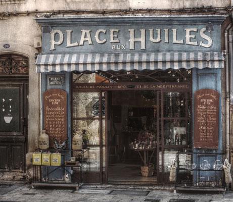 Ladenlokal in Aix-en-Provence in Frankreich. Das Geschäft für Olivenöle ist komplett im Vintage-Look