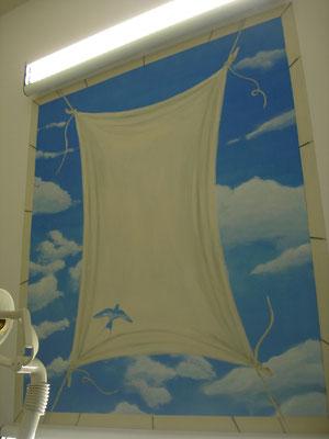 Deckengestaltung in einer Zahnarztpraxis