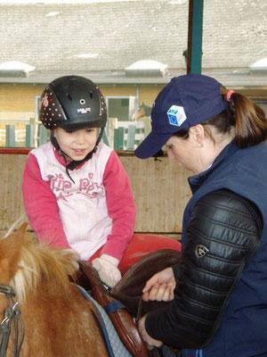 Kind beim reiten lernen am Reiterhof Althof im Burgenland