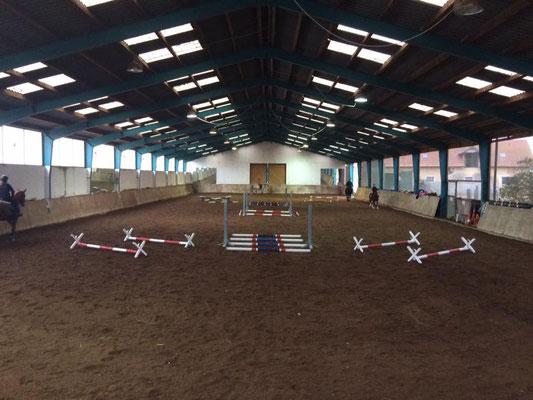 die Halle ist fertig fürs Training - Reitschule Althof Burgenland
