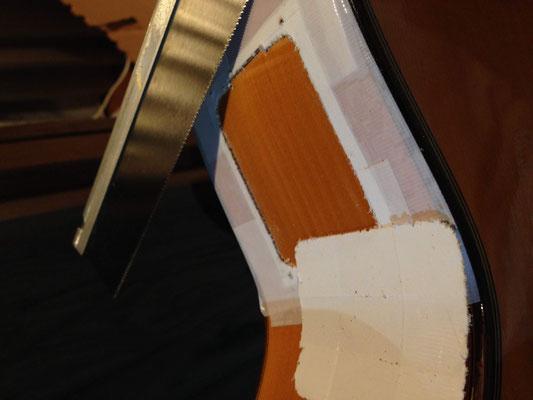 彫刻刀と小型のこぎりでゆっくり切り出し