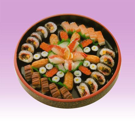 4. パーティーでのお寿司の盛り合わせは大変人気があります。