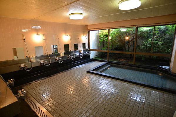 7. 疲れたカラダをリラックス、大浴場・小浴場でお風呂タイム 近くにはクアハウス湯ノ山もあります。
