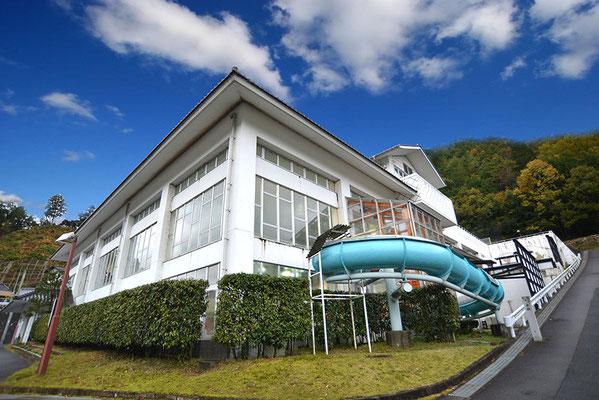 ①近くには湯ノ山温泉クアハウス!水着で入る14種類の浴槽やサウナ、温水プール、トレーニングルーム、ウォータースライダーなどのクア施設がそろっています。