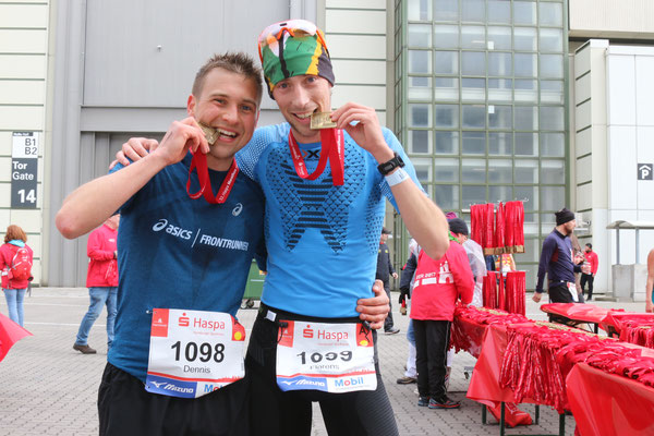 FloRuns and Dennis from Runskills after their fantastic races at the Haspa Hamburg Marathon 2017.