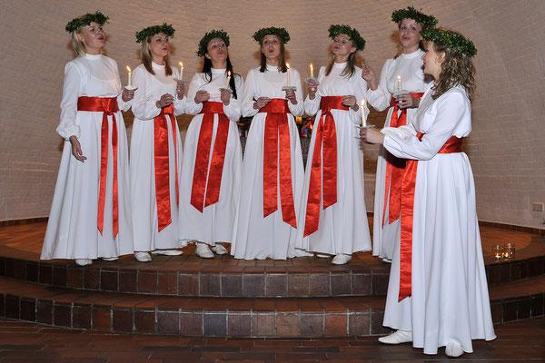 Latvian Voices als Lucia-Sängerinnen