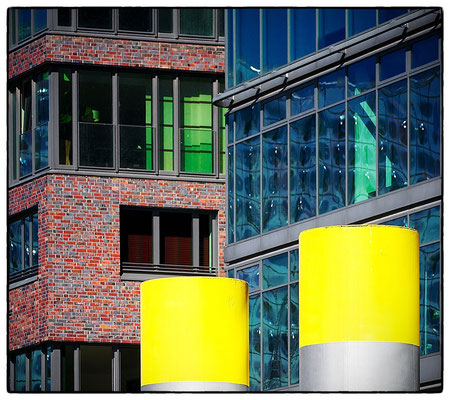 Yellow Points. Hafencity HH. Baakenhafen. Ocean's End _ © S. Baraucke
