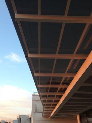 Навес над террасой из монолитного поликарбоната