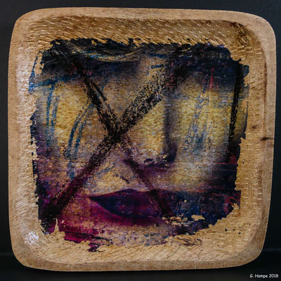 X-women on wood 15 x 15 cm