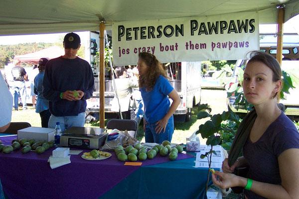 Verkauf von Peterson Pawpaws auf dem Bauernmarkt