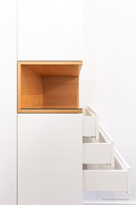 Garderobenschrank mit offenem Fach in Buche und Schubladen