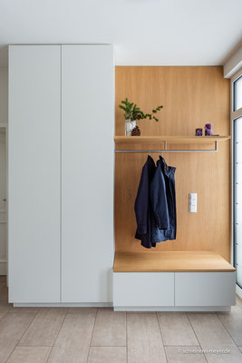 Garderobe in Eiche und Weißlack