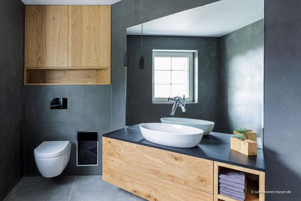 Unterschrank Waschtisch mit Spiegel und Einbaumöbel in Eiche