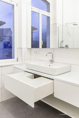 Unterschrank Waschtisch und Spiegelschrank