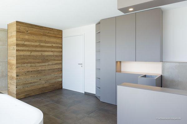 Einbaumöbel Badezimmer, Wandverkleidung