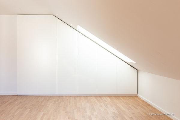 Raumteiler unter Dachschräge
