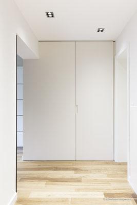Einbauschrank mit raumhoher Tür