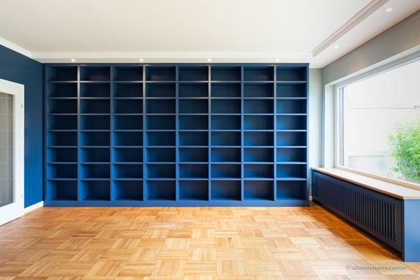 Bibliothek und Heizkörperverkleidungen in lackierter Oberfläche