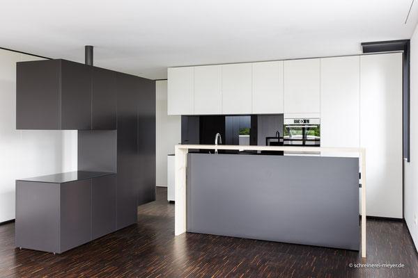 Raumteiler und Küche / Entwurf: Gronych + Dollega