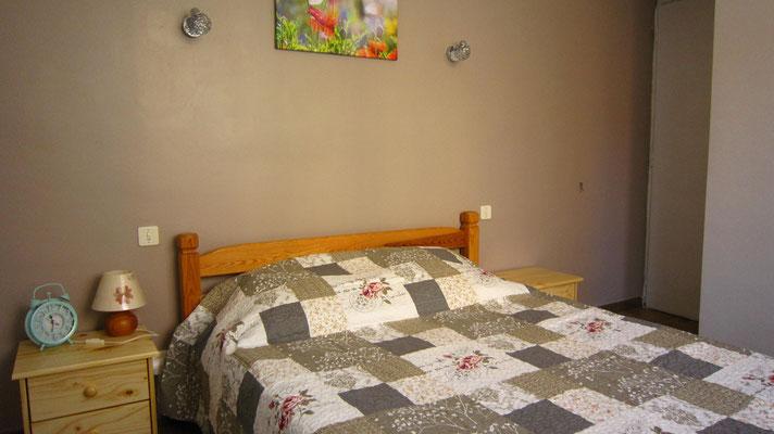 Chambre1 : lit en 140 cm. Matelas en 100% latex haute densité