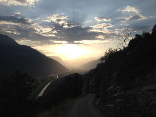 In der Nähe von Ausserberg VS scheint die Sonne im Herbst doch länger als bei uns.