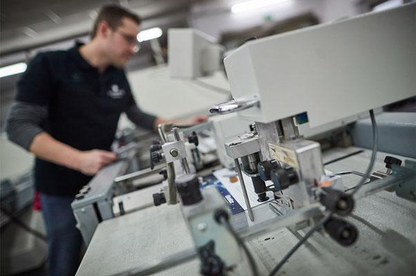 Weiterverarbeitung in der Buchbinderei / Druckerei Satzdruck aus Coesfeld