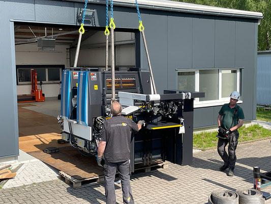 Aufbau der Komori Offsetdruckaschine Lithrone G29 bei der Druckerei Satzdruck in Coesfeld