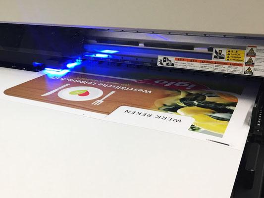 UV-LED Direktdruck auf eine Hartschaum PVC Platte