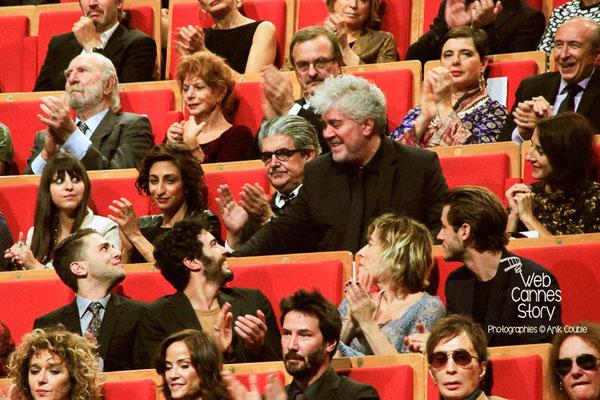 Gérard Collomb, à droite, parmi les inviltés, lors de la remise du Prix Lumière à Pedro Almodovar - Festival Lumière - Lyon - Oct 2014 - Photo © Anik COUBLE