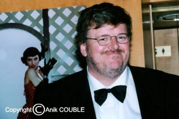 2004 : Fahrenheit 9/11 de Michael Moore (Etats-Unis)